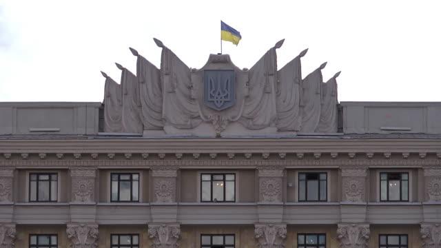 vídeos de stock, filmes e b-roll de cu roof and gable of regional council building  - ucrânia