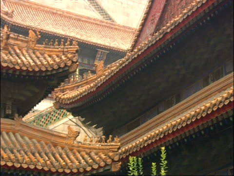 roof details at entrance to summer palace, beijing, china - classical chinese garden stock videos & royalty-free footage