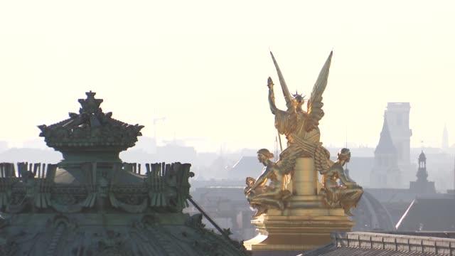 vidéos et rushes de roof of opéra garnier in paris - opéra style musical