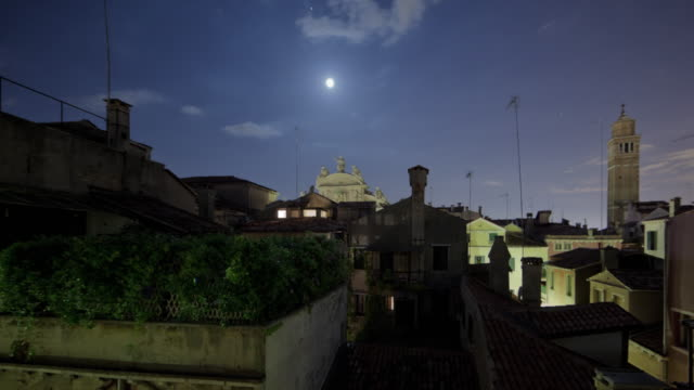 roof tops of venice time-lapse. - giglio video stock e b–roll