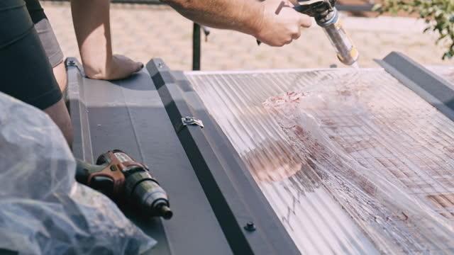 roofer using glue gun - yttertak bildbanksvideor och videomaterial från bakom kulisserna