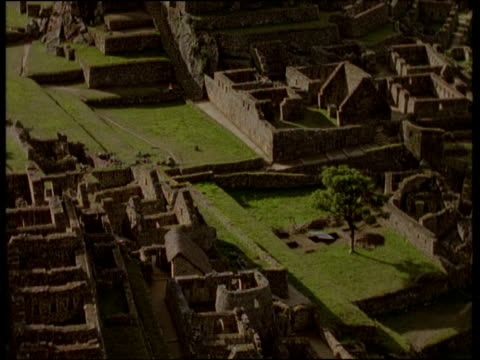 roofless buildings and stonework of macchu picchu inca ruins - machu picchu stock videos & royalty-free footage