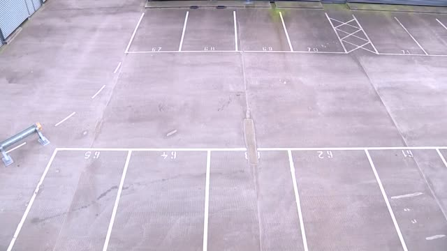 vídeos de stock e filmes b-roll de rooftop carpark not accessible by car england hampshire farnborough ext various of empty rooftop car park with spaces marked out 'the meads' shopping... - farnborough hampshire