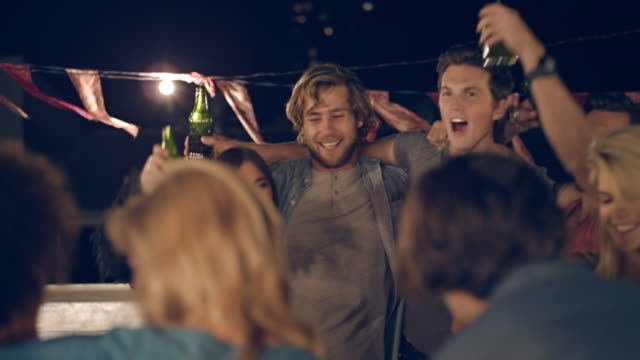 stockvideo's en b-roll-footage met rooftop party - dak