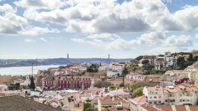 rooftop timelapse of lisbon skyline with 25th of april bridge. portugal. april, 2017 - 4月25日橋点の映像素材/bロール