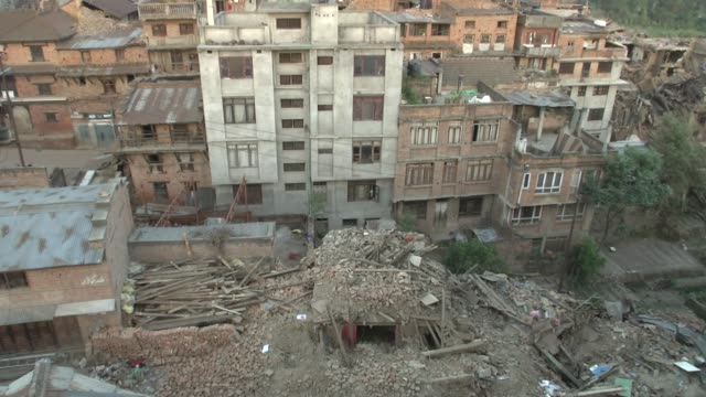 vídeos de stock e filmes b-roll de rooftops and rubble in hard hit bhaktapur / a major earthquake hit kathmandu mid-day on saturday, april 25th, and was followed by multiple... - 2015