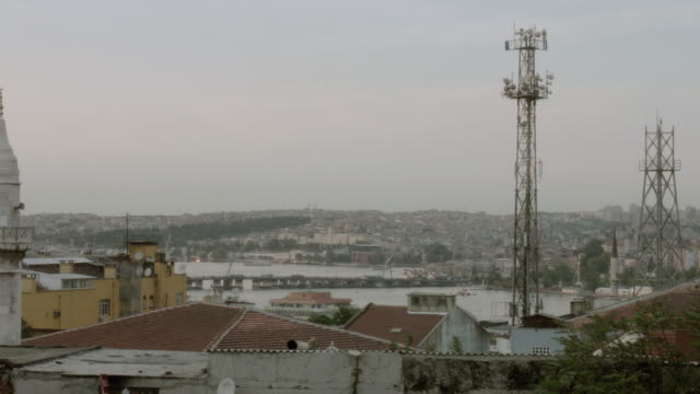 stockvideo's en b-roll-footage met pan rooftops, minarets, and dome of buildings and mosque overlooking the bosphorus strait / istanbul, turkey - torenspits