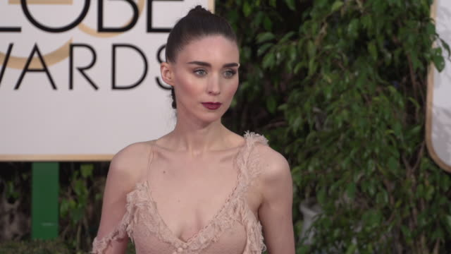 stockvideo's en b-roll-footage met rooney mara at the 73rd annual golden globe awards arrivals at the beverly hilton hotel on january 10 2016 in beverly hills california 4k - golden globe awards