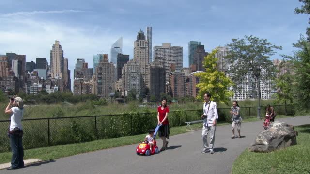 Roosevelt Island Waterfront, Manhattan Skyline