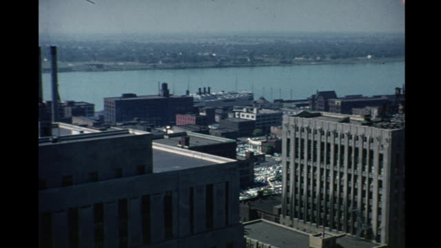 vídeos y material grabado en eventos de stock de 1953 rootop view of downtown detroit - michigan