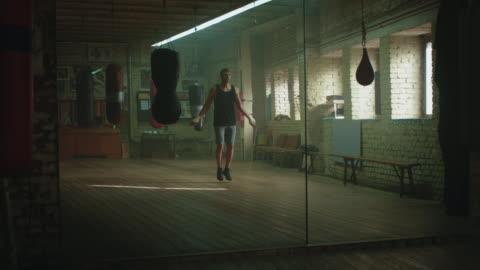 vidéos et rushes de boxer saut de corde - endurance