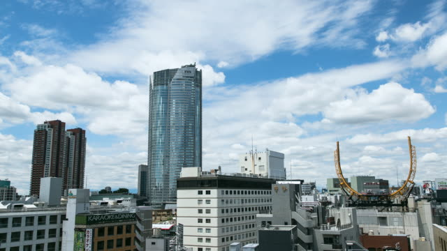 ws t/l roppongi hills offices tower on background of blue sky and summer clouds / tokyo, japan - tower stock videos & royalty-free footage