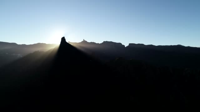 roque nublo and roque bentayga at sunrise, gran canaria, canary islands, spain, atlantic, europe - roque nublo grand canary stock videos and b-roll footage