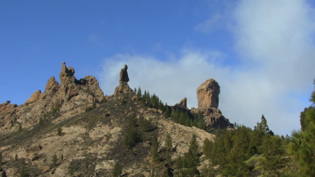 t/l la ws roque nublo atop hill surrounded by trees / gran canaria, spain - hill点の映像素材/bロール