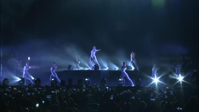 vídeos de stock e filmes b-roll de rosalía concert in cordoba for the flamenco white night - cultura espanhola