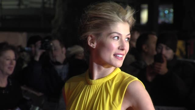 rosamund pike at 'jack reacher' world premiere at odeon leicester square on december 10 2012 in london england - rosamund pike stock videos & royalty-free footage