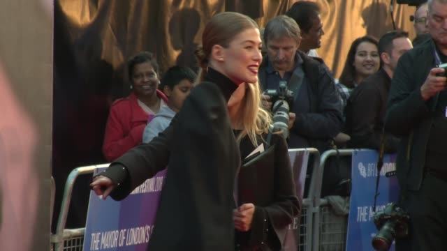 rosamund pike on october 20 2018 in london england - rosamund pike stock videos & royalty-free footage