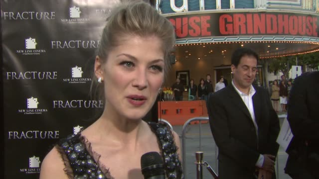 rosamund pike on what it was like to work with ryan gosling working on film in la how she dressed herself for the premiere at the 'fracture' premiere... - rosamund pike stock videos & royalty-free footage