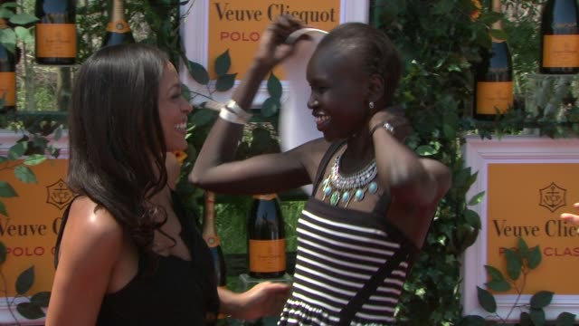 vídeos de stock, filmes e b-roll de rosario dawson and alek wek at the sixthannual veuve clicquot polo classic in support of liberty state park at liberty state park on june 01 2013 in... - dawson city