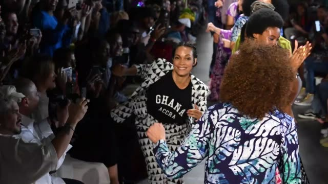 vídeos de stock, filmes e b-roll de rosario dawson and models dance on the runway for studio 189 during new york fashion week the shows at gallery i at spring studios on september 10... - dawson city