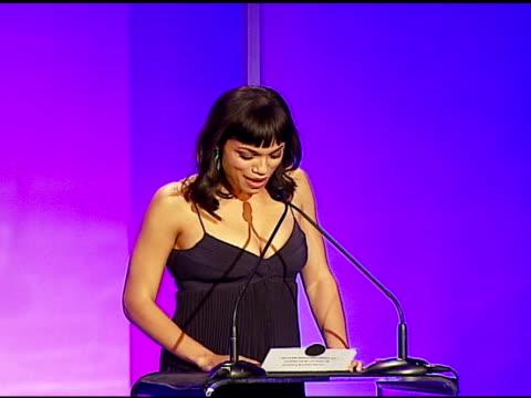 vídeos de stock, filmes e b-roll de rosario dawson announcing an eddie award tie at the 57th ace eddie awards on february 18 2007 - rosario dawson