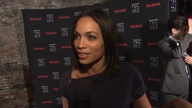 vídeos de stock, filmes e b-roll de interview rosario dawson discusses how she loves all the weird and interesting facts about health she learns from reading men's health at men's... - rosario dawson