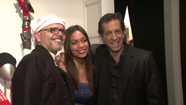 rosario dawson joe pantoliano and kenneth cole at the kenneth cole hosts book launch for 'awearness inspiring stories about how to make a difference'... - dawson city点の映像素材/bロール