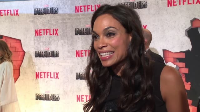 vídeos de stock, filmes e b-roll de interview – rosario dawson on how she would describe the show what it was like to work with this cast and what fans can expect from defenders at... - rosario dawson