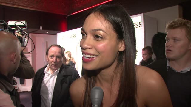 rosario dawson talking about her essay in book what inspired her to get involved the book her relationship with kenneth and her upcoming film at the... - dawson city点の映像素材/bロール