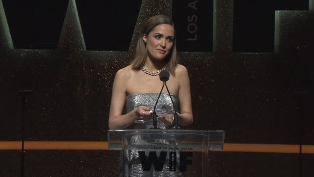 stockvideo's en b-roll-footage met speech rose byrne at 2014 women in film crystal lucy awards presented by max mara bmw perrierjouet and south coast plaza at the hyatt regency century... - century plaza