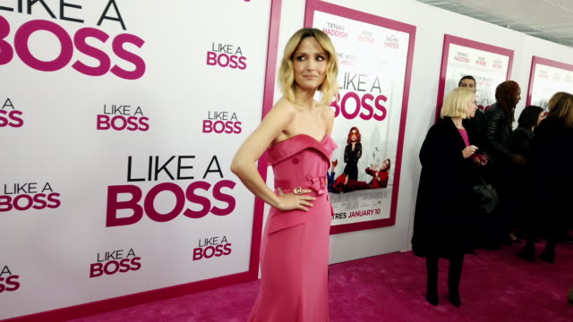 "vídeos de stock e filmes b-roll de rose byrne at ""like a boss"" world premiere at sva theater on january 07, 2020 in new york city. - rose byrne"