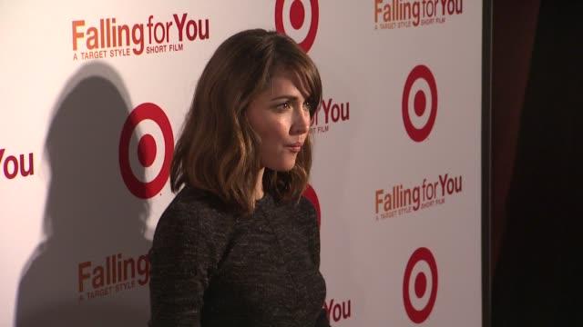 "vídeos de stock e filmes b-roll de rose byrne at target ""falling for you"" event at terminal 5 on october 10, 2012 in new york, new york - rose byrne"