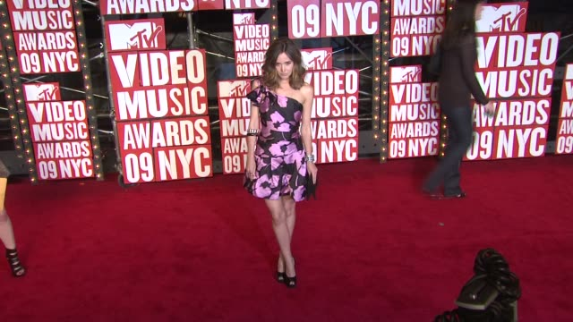 rose byrne at the 2009 mtv video music awards at new york ny - rose byrne stock videos and b-roll footage