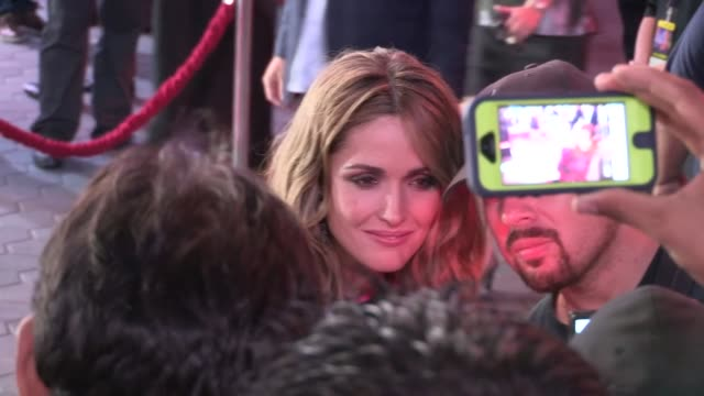rose byrne greets fans at the insidious chapter 2 premiere in los angeles 09/10/13 - rose byrne stock videos and b-roll footage