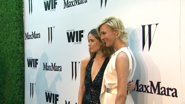 vídeos de stock e filmes b-roll de rose byrne & nicola maramotti at the max mara and w magazine cocktail party to honor the women in film max mara face of the future award recipient,... - rose byrne