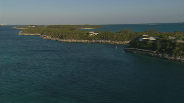 vídeos y material grabado en eventos de stock de aerial rose island, with sailboats and island homes, rose island, bahamas - bahamas