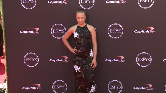 vídeos de stock, filmes e b-roll de rose namajunas at the 2018 espys at microsoft theater on july 18 2018 in los angeles california - espy awards