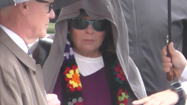 roseanne barr takes cover from the rain as she arrives at jimmy kimmel live at el capitan theater in hollywood in celebrity sightings in los angeles - roseanne barr stock videos & royalty-free footage