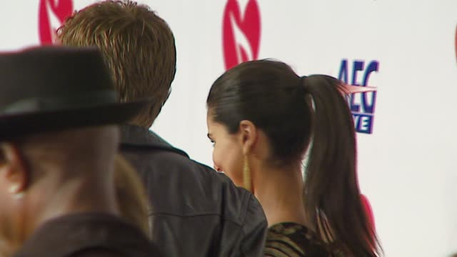 stockvideo's en b-roll-footage met roselyn sanchez and eric winter at the musicares person of the year at la convention center in los angeles california on february 9 2007 - los angeles convention center