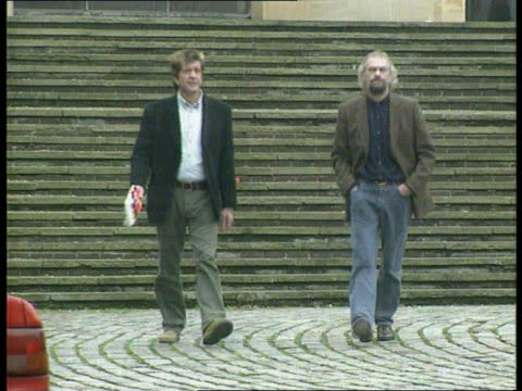 vídeos de stock e filmes b-roll de former lodgers give evidence; england: hampshire: winchester: winchester: crown court: ext ben stanniland and fellow lodger david evans towards from... - hampshire