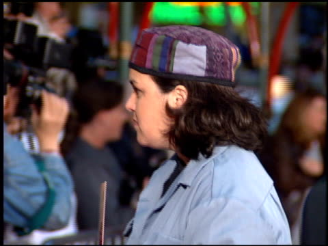 vidéos et rushes de rosie o'donnell at the 'french kiss' premiere at grauman's chinese theatre in hollywood, california on may 1, 1995. - embrasser sur la bouche