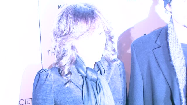 rosie perez and guest at the 'milk' premiere at new york ny. - rosie perez stock videos & royalty-free footage