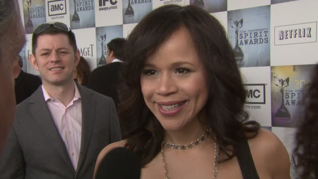 rosie perez on the importance of independent films. at the film independent's 2009 spirit awards arrivals part 2 at los angeles ca. - rosie perez stock videos & royalty-free footage