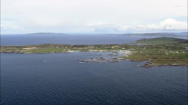 rossbeg -航空写真-アルスター、ドニゴール、アイルランド - アルスター州点の映像素材/bロール