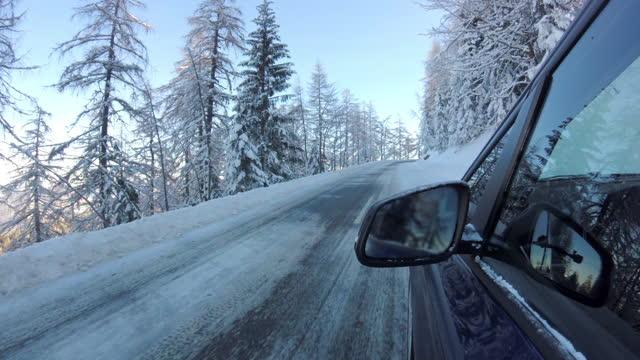 stockvideo's en b-roll-footage met pov: rossfeld panoramische weg, berchtesgaden, duitsland, in de winter - sunny