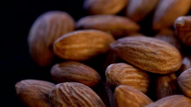 stockvideo's en b-roll-footage met roterende almond, slow motion - notendop
