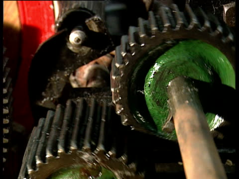 Rotating and oscillating cogs on machinery