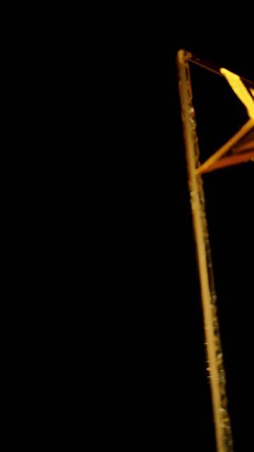 stockvideo's en b-roll-footage met roterende kristal ster vorm trofee op turn tafel - star shape