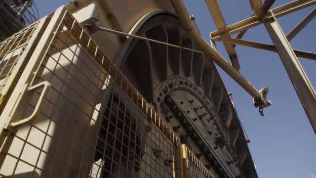 rotating gear of a machinery - セメント点の映像素材/bロール