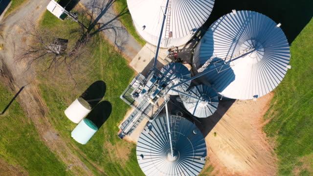vidéos et rushes de rotating grain silos 4k - silo